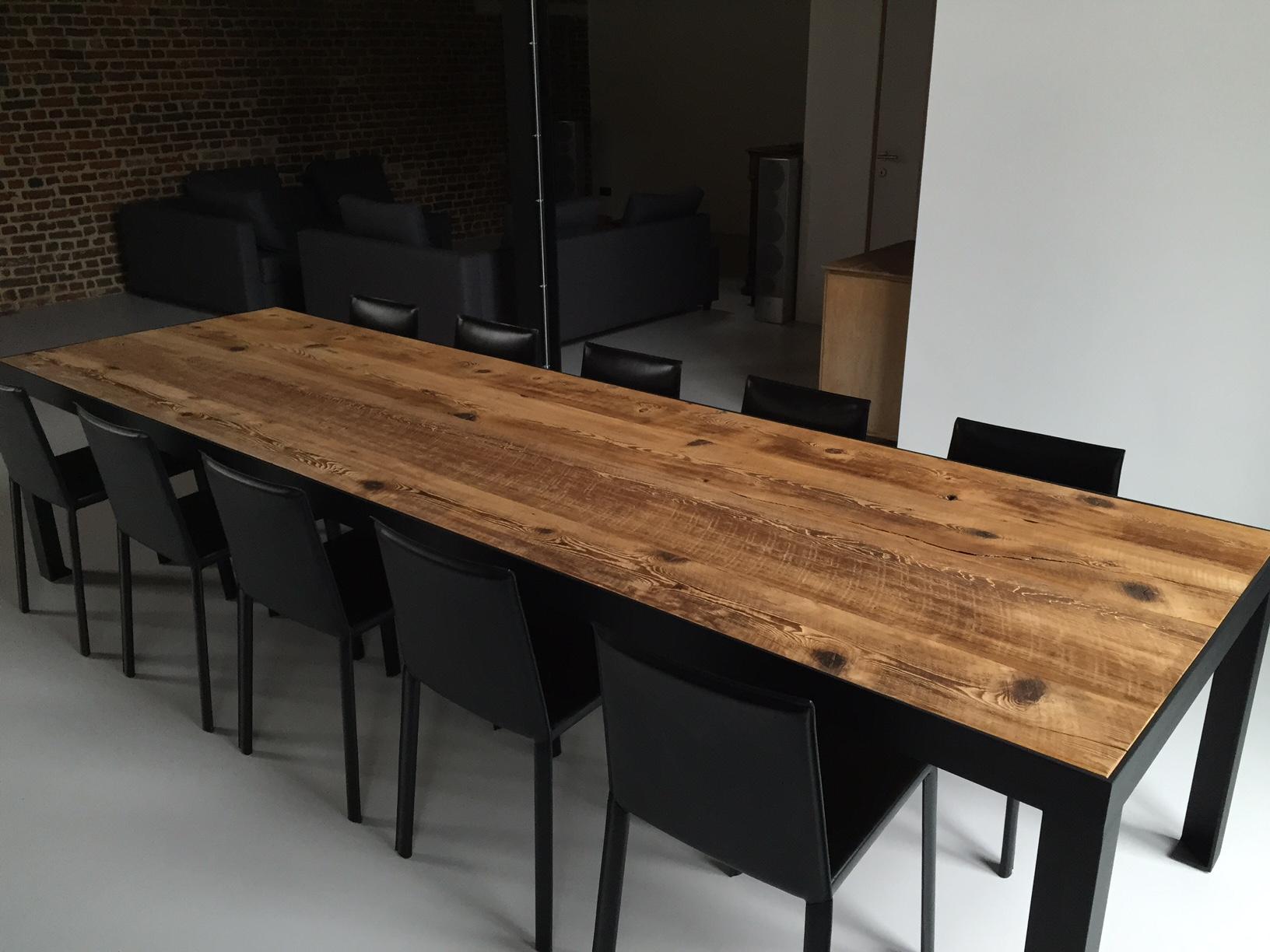 Lange tafel oud hout thresing floor stalen frame gepoedercoat zwart